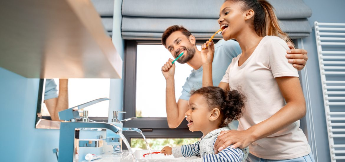 Family brushing their teeth together knows how to long you should brush your teeth